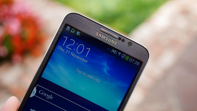 Samsung-Galaxy-Round-Hands-On-AA-17-of-19-645x362