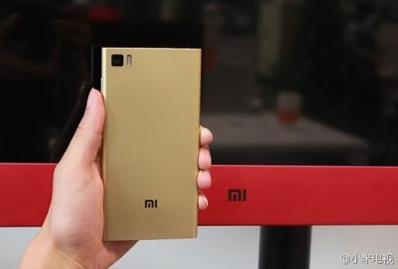 Xiaomi Mi3 dorado Xiaomi TV roja